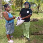 Entrega de semilla maiz a beneficiaria de la comunidad de Kamla